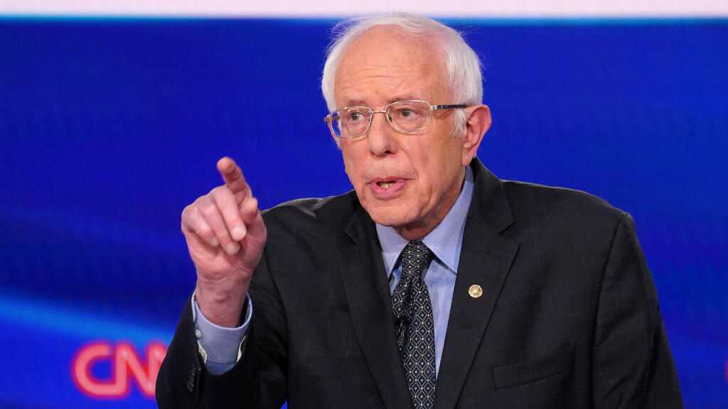 El candidato demócrata a la presidencia de Estados Unidos, el senador Bernie Sanders, habla durante el undécimo debate de los candidatos demócratas de la campaña presidencial de 2020, celebrada en los estudios de CNN en Washington D. C. sin audiencia debido a la pandemia mundial de coronavirus, en Washington, EE. UU., el 15 de marzo de 2020.