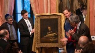 """Le tableau du maître hollandais Salomon Koninck """"A scholar sharpening his quill"""" (1639) est restitué lors d'une cérémonie au Consulat de France à New York, le 1er avril 2019"""