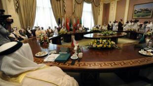Les ministres des Affaires étrangères des pays membres du Conseil de coopération du Golfe, jeudi 30 avril, lors d'une rencontre à Riyad.