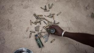 Restes de munitions après l'échange de tirs entre les forces onusiennes de la MINUSCA aux côtés des forces de l'ordre centrafricaines, face au groupe armé mené par Nimery Matar Djamous, dans le quartier du PK5 à Bangui, le 9 avril 2018.