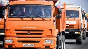 """بوتين يقود شاحنة برتقالية في 15 مايو 2018 مفتتحا""""جسر القرم"""" الذي يربط روسيا بشبه الجزيرة"""