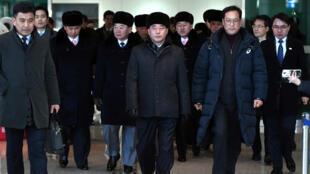 Un grupo de avanzada de Corea del Norte llega a la oficina de tránsito de Corea del Sur el 5 de febrero de 2018.