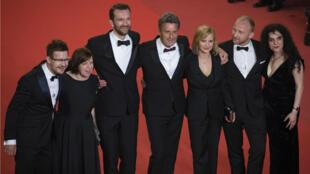 """El equipo de la película """"Cold War"""" llega para su proyección en el Festival de Cine de Cannes el10 de mayo de 2018, en Cannes (Francia)."""