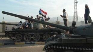 قوات من لجان المقاومة الشعبية الموالية للرئيس عبد ربه منصور هادي في عدن