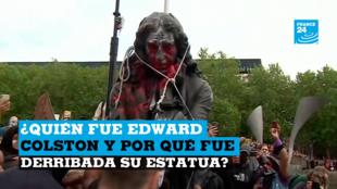 Fotograma de un video que muestra una estatua del traficante de esclavos Edward Colston a punto de ser lanzada al río por manifestantes en contra del racismo. Bristol, Reino Unido, el 7 de junio de 2020.