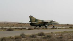 طائرة سورية  تنطلق من مطار الضمير العسكري (50 كلم شمال شرق دمشق) نيسان/أبريل 2016.