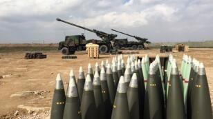 Des batteries d'artillerie Caesar utilisées par les forces françaises contre l'organisation État islamique en février 2019