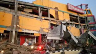 Un centre commercial effondré à Palu, en Indonésie, le 28 septembre 2018.