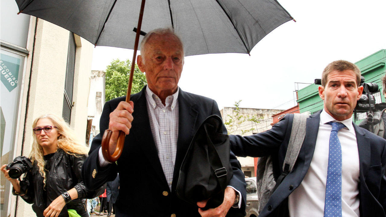 Pedro Müller, uno de los condenados, deja la corte tras el juicio. 11 de diciembre de 2018.