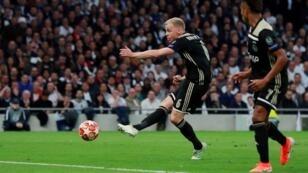 لاعب أجاكس دوني فان دو بيك صاحب هدف الفوز أمام توتنهام في مباراة الذهاب. 2019/04/30.