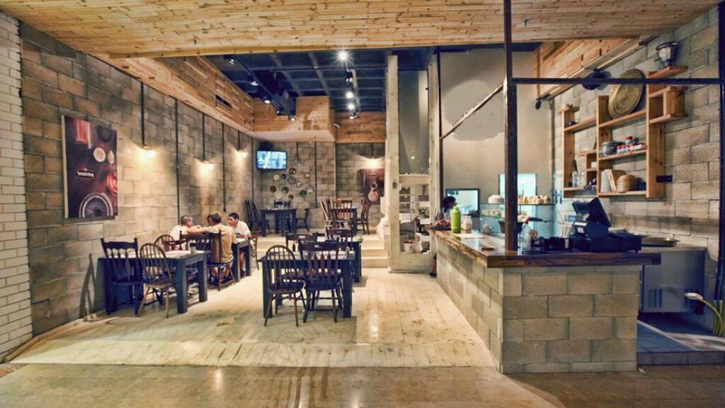 Le Humus Bar se trouve dans la ville de Kfar Vitkin dans le centre d'Israël.