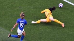 فالنتينا جياسينتي تحرز أول أهداف إيطاليا في مرمى الصين 25 يونيو/حزيران 2019.