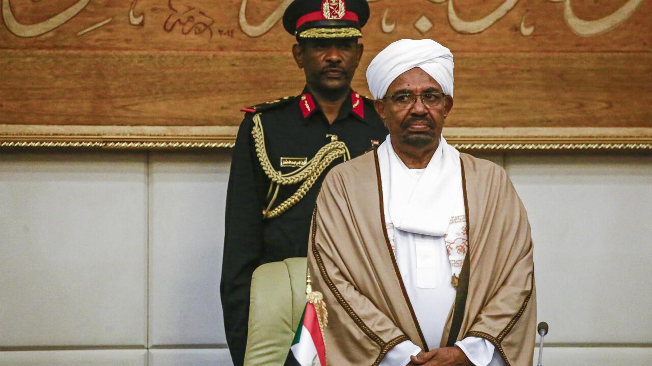 الرئيس السوداني السابق عمر البشير في القصر الرئاسي بالخرطوم، 14 مارس/آذار 2019.
