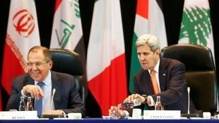 كيري ولافروف خلال اجتماع المجموعة الدولية لدعم سوريا في ميونيخ 11 فبراير 2016