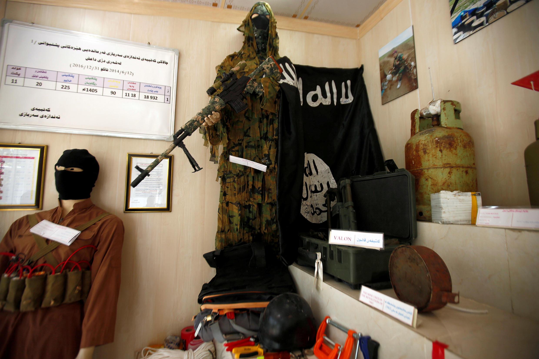 """علم ومتعلقات أخرى تعود لتنظيم """"الدولة الإسلامية"""""""