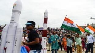 أطلقت منظمة أبحاث الفضاء الهندية (ISRO) تشاندرايان -2 (مركبة القمر 2)، في سريهاريكوتا، 22 يوليو/تموز 2019.