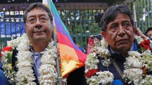 El exministro de Economía y Finanzas de Bolivia, Luis Arce, y el exministro de Relaciones Exteriores, David Choquehuanca, asisten al registro de su candidatura en La Paz, Bolivia, el 3 de febrero de 2020.