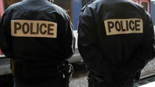 شرطيان فرنسيان من قوات مكافحة الإرهاب