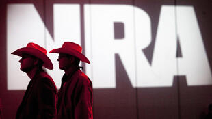 الاتحاد الوطني للأسلحة، لوبي الأسلحة النافذ في الولايات المتحدة، أعلن إفلاسه بغية تجميد الملاحقات القضائية في حقه في ولاية نيويورك