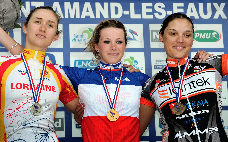 Marion Rousse lors de sa victoire aux championnats de France de cyclisme sur route en 2012.