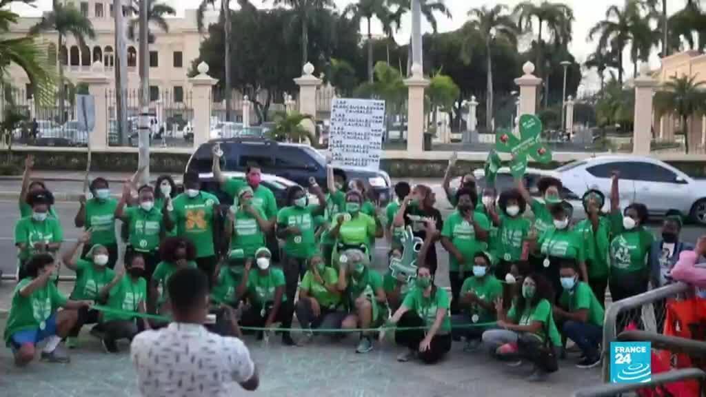 2021-04-12 01:12 República Dominicana: acampada proaborto frente al Palacio Nacional cumplió un mes