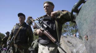 Des soldats ukrainiens patrouillent dans l'est de l'Ukraine le 5 septembre.