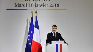 الرئيس الفرنسي إيمانويل ماكرون يلقي خطابا في كاليه 16 كانون الثاني/يناير 2018.