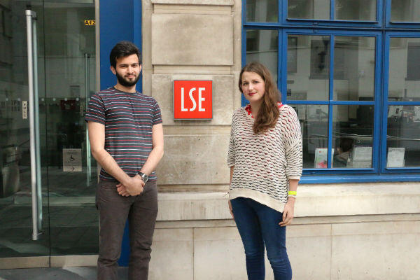 Mahamid Ahmed et Nona Buckley-Irvine, du syndicat étudiant de la London School of Economics