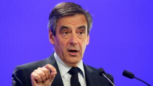 """François Fillon sera candidat """"jusqu'au bout"""" à l'élection présidentielle, a affirmé son porte-parole Thierry Solère, vendredi 17 février 2017."""