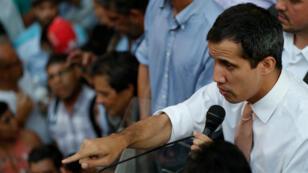 El líder de la oposición venezolana Juan Guaidó, habla a sus simpatizantes durante una reunión en Caracas, Venezuela, el 1 de abril de 2019.