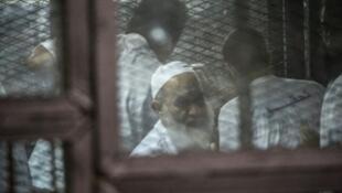 محمد الظواهري شقيق زعيم تنظيم القاعدة أيمن الظواهري خلال جلسة محاكمة 3 آب/ أغسطس 2014