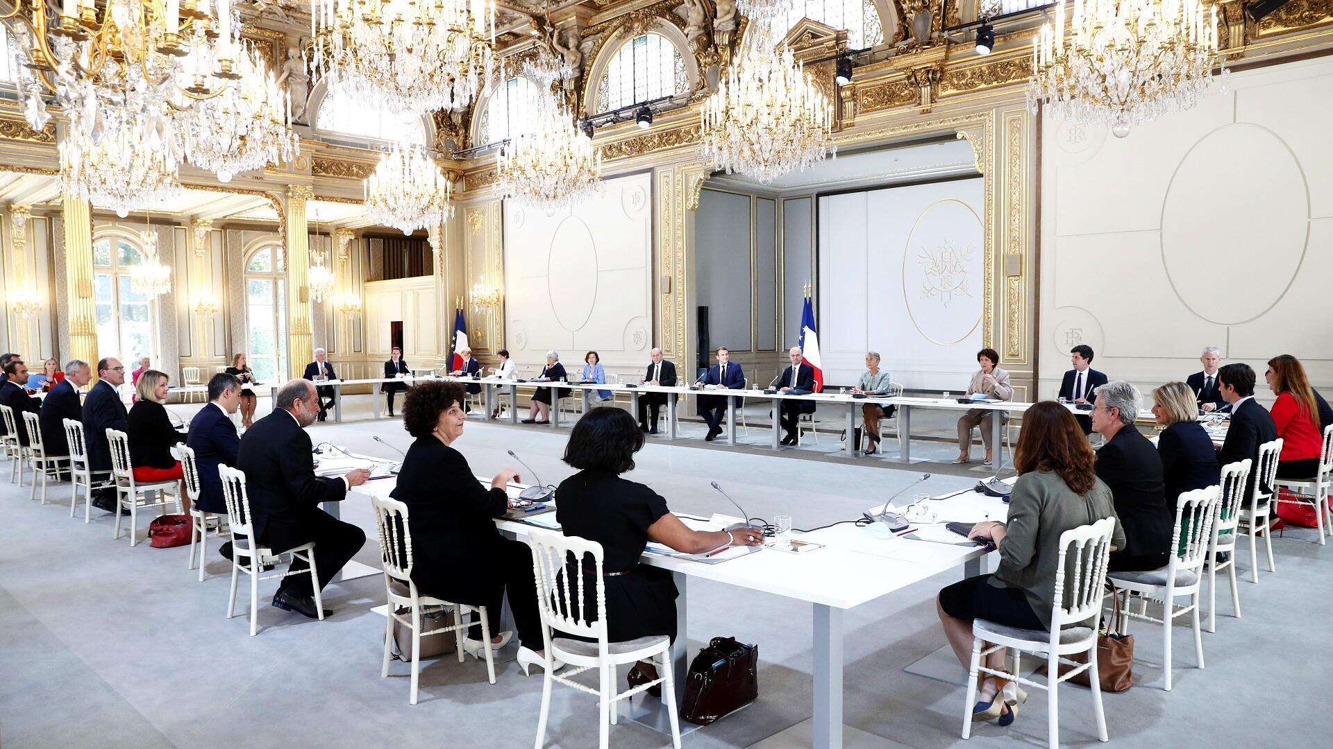 الرئيس الفرنسي إيمانويل ماكرون يترأس اجتماعا للحكومة الجديدة في قصر الإليزيه، 7 يوليو/تموز 2020.
