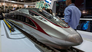 """Le """"Fuxing"""", le nouveau modèle de train à grande vitesse du chinois CRRC."""