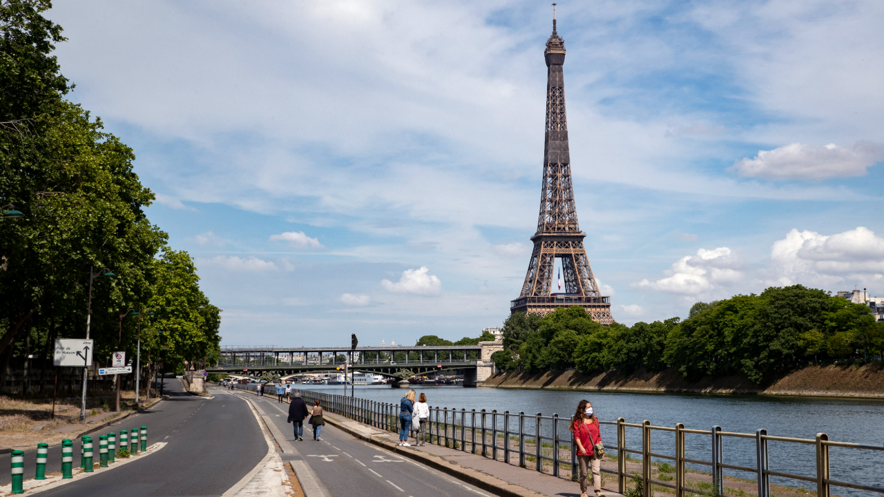 Imagen de la Torre Eiffel de París del 9 de mayo de 2020, día en el que Francia registró 80 fallecidos, la cifra más baja desde principios de abril.