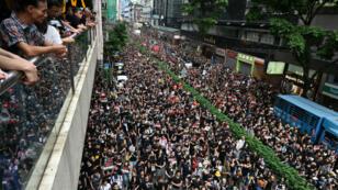 La manifestation à Hong Kong, dimanche 16 juin, visait à maintenir la pression sur le gouvernement de Carrie Lam.