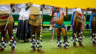 Artistas actúan en una ceremonia del Congreso Nacional Africano en Sudáfrica el 13 de enero de 2018.