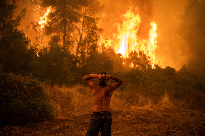 Evia fires Sunday evening