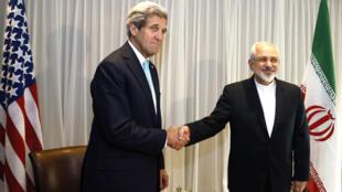 John Kerry, chef de la diplomatie américaine, et son homologue iranien Mohammad Javad Zarif.