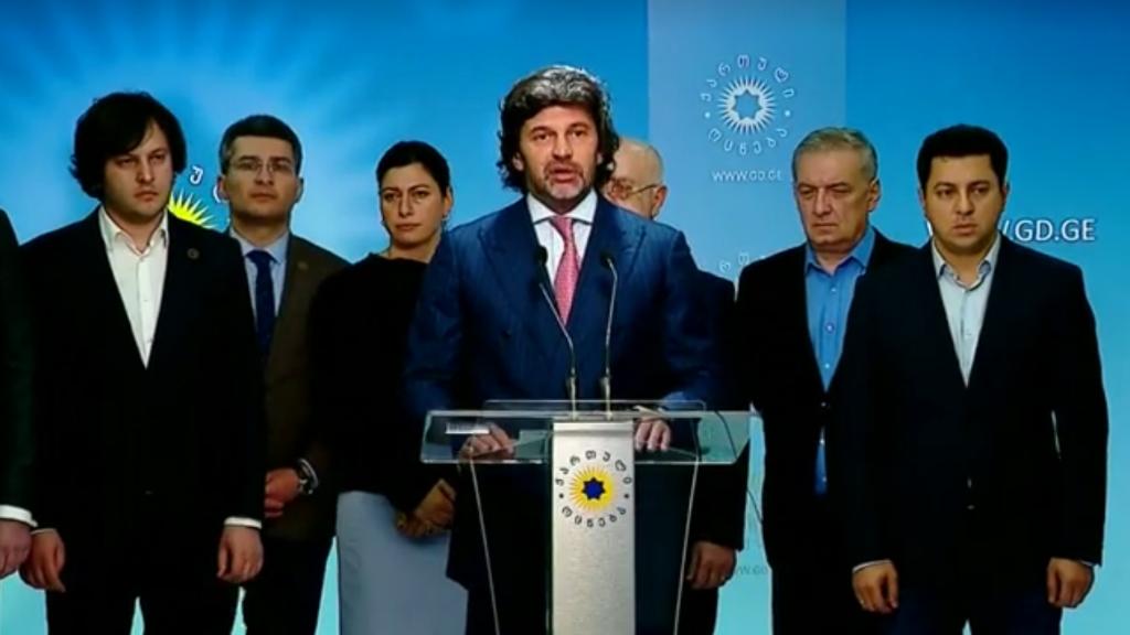 El presidente del Parlamento georgiano, Irakli Kobakhidze, renunció el 21 de junio, un día después de violentas protestas en el exterior del edificio del parlamento que sacudió a Tbilisi, la capitál.