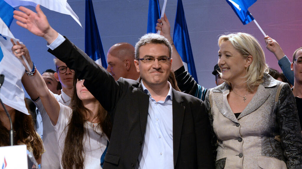 La présidente du Front national Marine Le Pen en compagnie du député européen Aymeric Chauprade lors d'un meeting, le 18 mai 2014.