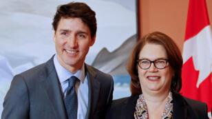 Le Premier ministre canadien, Justin Trudeau, et la présidente du Conseil du Trésor, Jane Philpott, à Ottawa, le 14 janvier 2019.