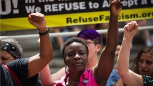Patricia Thérèse Okoumou lors d'une manifestation le 31 juillet 2018 à New York.