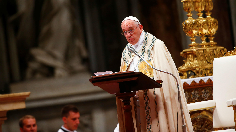 El papa Francisco encabeza una ceremonia para instalar a 14 nuevos cardenales, en la Basílica de San Pedro, Vaticano, el 28 de junio de 2018.