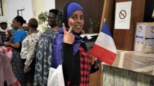 Florence, Bakayoko et leurs amies de la résidence Albin Peyron se préparent pour fêter la victoire des Bleus en finale du Mondial-2018, le 15 juillet à Paris.