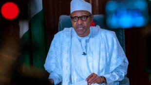 Le président nigérian Muhammadu Buhari s'adresse à la nation le 27 avril 2020.