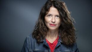 La romancière Karine Tuil a été récompensée, jeudi, par le Goncourt des lycéens.