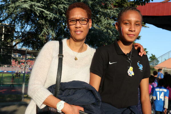 Plus jeune, Yannick aurait aimé jouer au football. C'est aujourd'hui sa fille Anaïs qui réalise son rêve.