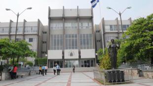 Fachada del edificio de la Corte Suprema de Justicia de Honduras, Tegucigalpa, Honduras.