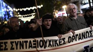 Le Parlement a voté une aide financière forfaitaire pour le mois de décembre pour les retraites inférieures à 850 euros, dont le coût est évalué à 617 millions d'euros.