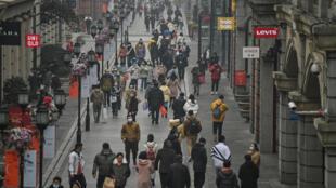 عودة الحيأة إلى طبيعتها في ووهان الصينية بمقاطعة هوباي بعد مرور عام على أول حجر صحي في المدينة، 23 كانون الثاني/يناير 2021